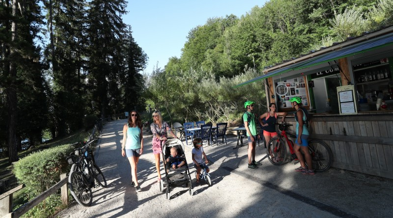 famille-velo-bois-d-amour-charavines-2019-agence-urope-29-1226